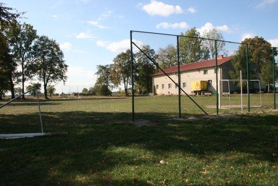Na terenie gminy powstały nowe ogrodzenia boisk rekreacyjnych