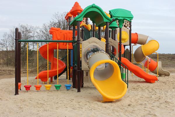 28 marca 2017 r. - Otwarcie placu zabaw iboiska na terenie Parku Niezwykłego.