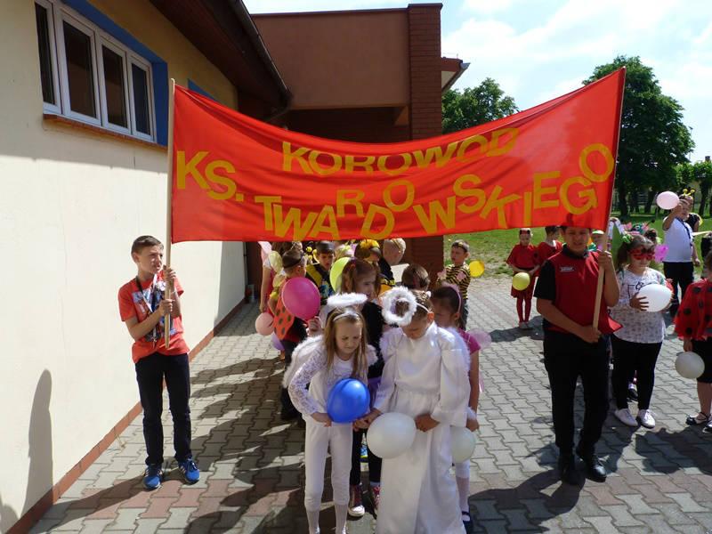 1 czerwca 2017 r. - Dzień Dziecka zksiędzem Twardowskim iczytaniem książek wDobieszczyźnie